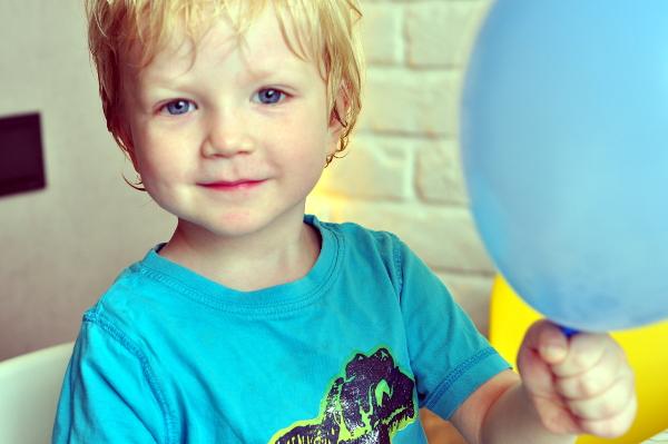 Мальчик с воздушным шаром